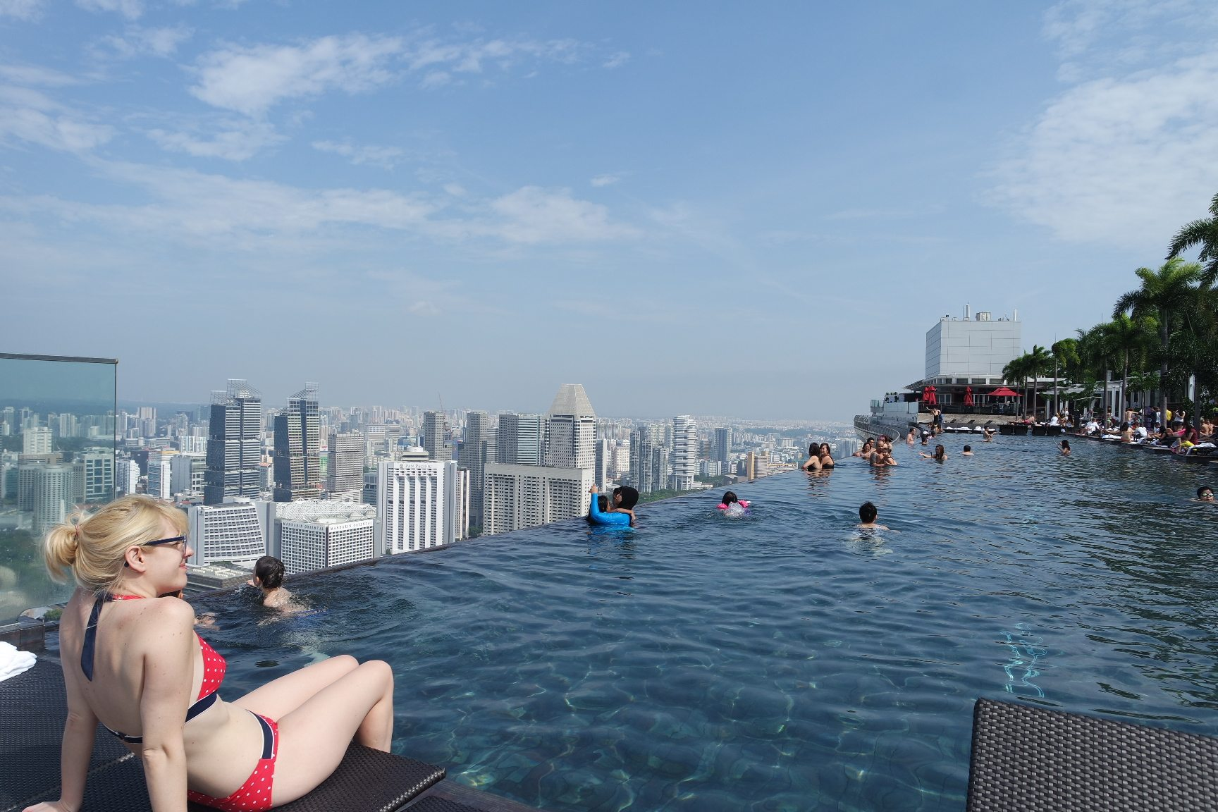 Marina bay sands world s largest rooftop infinity pool lamyerda - Marina bay singapore pool ...