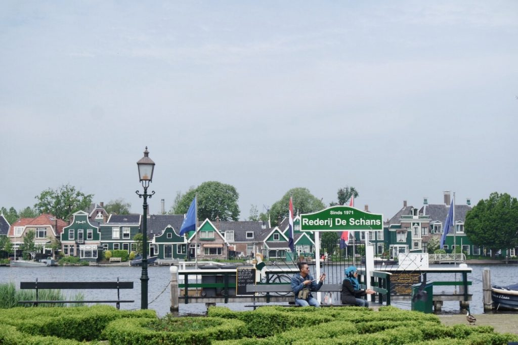 zaanse schans lake water cruise