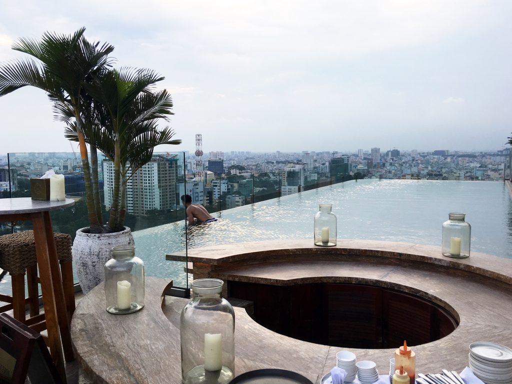 social-club-hotel-des-arts-saigons-best-rooftop-bar